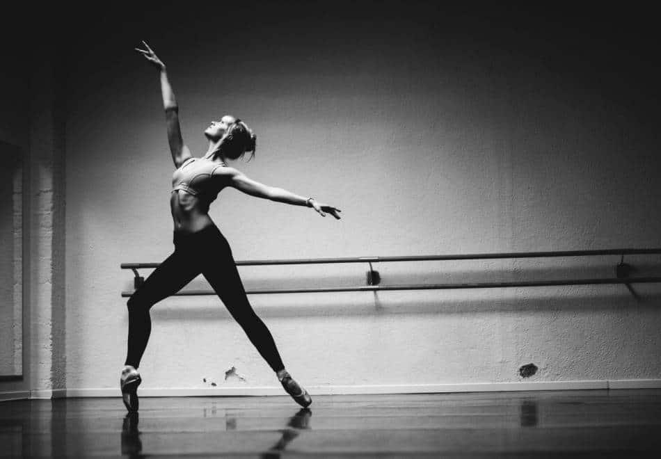 Photo d'une danseuse Fit Ballet en noir et blanc