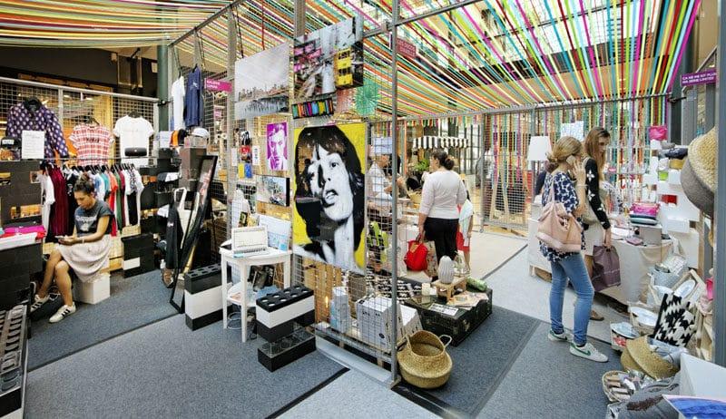 curiosités entreposées dans un centre commercial Klepierre pour le Let's Play Festival