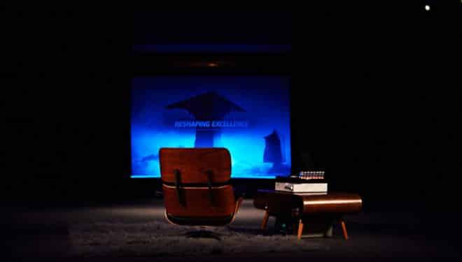 siège devant un écran cinéma où on peut lire Reshaping Excellence