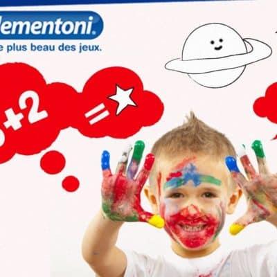 enfants avec les mains pleines de peinture sourient