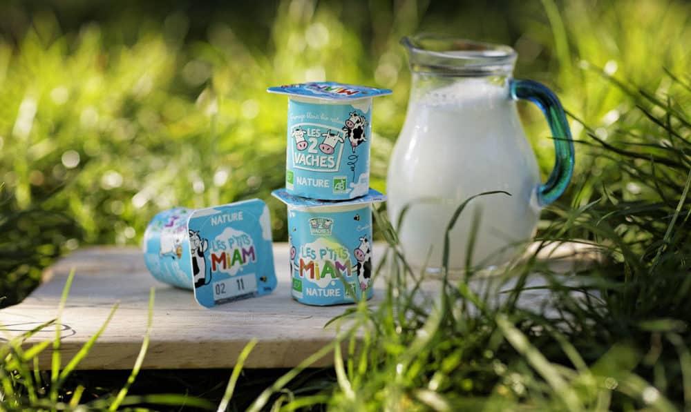 pots de yaourts Les 2 Vaches empilés
