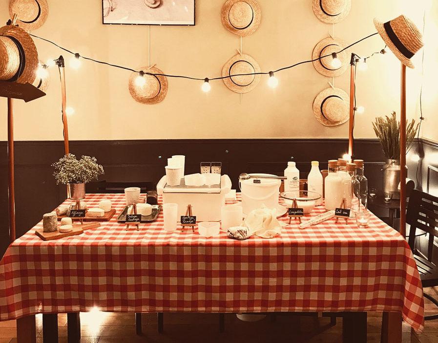 Table avec fromages de chèvre pour l'événement guinguette ANICAP